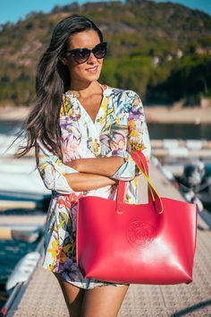 Look para ir en barco Vestido camisero tropical shirt dress Bañador con flecos fringed swimsuit Crimenes de la Moda