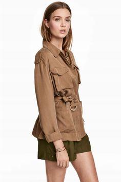 Giacca in lyocell - Beige kaki scuro - DONNA Safari Chic, Josephine Skriver, Dark Khaki, H&m Jackets, Outerwear Jackets, Cropped Hoodie, Utility Jacket, Retro Fashion, Military Jacket