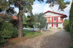 Saint Jean de Luz, 20 minutes du centre à pied, maison de 160 m2 avec piscine sur terrain de 800 m2