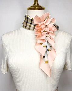 Ways To Tie Scarves, Ways To Wear A Scarf, How To Wear Scarves, Scarf Wearing Styles, Scarf Styles, Clothes Refashion, Diy Clothes, Diy Fashion Hacks, Scarf Knots