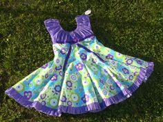 Ein Traum für jedes Mädchen ist das Kleid Elodie von Farbenmix .  Oben ist es wie ein Blüschen geschnitten und unten fällt der Rock wunderschön w...