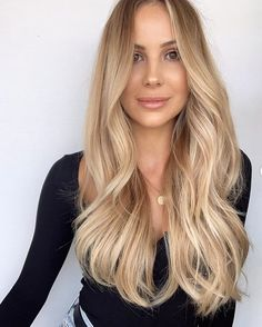 20 Shades of Blonde: The Trendiest Blonde Hair List of 2020 | Ecemella Honey Blonde Hair Color, Blonde Hair Shades, Blonde Hair Looks, Blonde Hair With Highlights, Brown Blonde Hair, Hair Color And Cut, Straight Layered Hair, Hair Color Guide, Hair Color Pictures