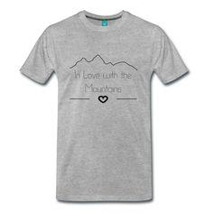 Die Liebe zu den Bergen zeigt man am besten mit diesem Schriftzug auf der Brust