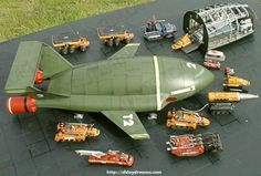 The mighty Thunderbird 2 and assorted transport vehicles. Retro Toys, Vintage Toys, Transformers, Thunderbirds Are Go, Sci Fi Models, Cult, Space Crafts, Classic Tv, Animation