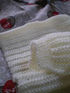 Tricot Layette – Brassière pour un ange - Autos Online Single Crochet Stitch, Basic Crochet Stitches, Crochet Bows, Diy Crochet, Knitting For Kids, Baby Knitting, Tricot Baby, Finger Crochet, Crochet Baby Cardigan