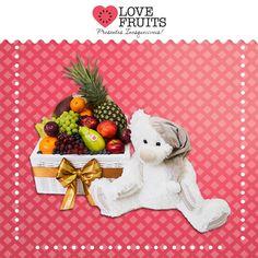 #BearPremium Maçãs, mexericas, abacaxi, mamão papaia, pera, manga, ameixa, nectarina, uvas, blueberrys agregadas em uma bela gaveta sintética fazem parte desse belo presente que para finalizar inclui também um lindo ursinho de pelúcia!  Presentes inesquecíveis: http://www.lovefruits.com.br/