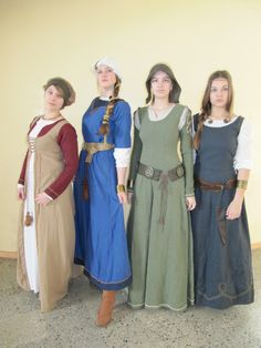 dress designs - green dress -oak leaf shoulder patches with the button for the sleeves Costume Viking, Renaissance Costume, Medieval Costume, Medieval Peasant, Renaissance Era, Historical Costume, Historical Clothing, Medieval Dress Pattern, Viking Clothing