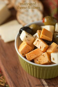 Marinated cheese and olives - an easy snack that's perfect with a glass of wine! Marinated cheese and olives – an easy snack that's perfect with a glass of wine! Finger Food Appetizers, Yummy Appetizers, Easy Snacks, Appetizers For Party, Party Nibbles, Diet Snacks, Party Recipes, Milk Recipes, Cheese