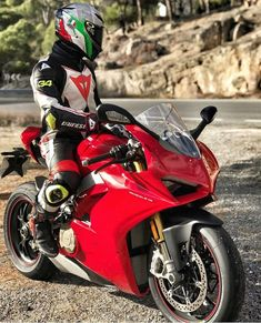 """ducatiobsession: """"Panigale V4s. Yes or No? #ducatiobsession via @alessandro_rbs . . . #panigalev4s #panigale #1199 #1299 #superlaggera #termignoni #akrapovic #ducatiperformance #hotbodies..."""