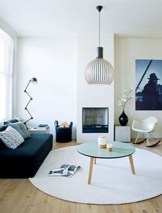 ラグを選ぶとき、何を基準にしますか?好きなデザイン?色?今置いてる家具との相性?すべての条件を満たすラグに出会えるのはなかなか難しいですよね。センス良くラグを敷いている海外のインテリアをご紹介します。