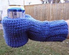 Free Crochet Pattern ~Beverage Mitt http://www.niftynnifer.com/2014/12/free-crochet-pattern-beverage-cozy-mitt.html #BeerMitt #CoffeeCosy #CrochetPattern