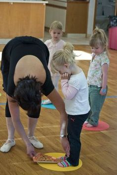 dance for preschoolers. The pizza is a great idea!! To keep in my 'babies' board so if I have a daughter who goes to dance and I can maybe give them this great idea! :) ♥ Wonderful! www.thewonderfulworldofdance.com #ballet #dance