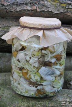 Śledzie w oleju z grzybkami marynowanymi Fish Dishes, Seafood Dishes, Polish Recipes, Bon Appetit, Mason Jars, Food And Drink, Yummy Food, Canning, Blog