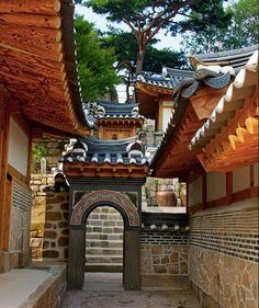 Love traditional Korean buildings