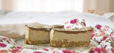 Raw Vegan Tiramisu Recipe Desserts with almonds, pitted dates, ground coffee… Raw Vegan Desserts, Raw Vegan Recipes, Vegan Treats, Italian Desserts, Paleo Vegan, Vegan Food, Vegetarian, Healthy Desserts, Delicious Desserts