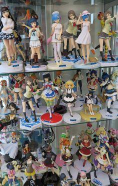 Town & Country, Anime figures ,Akihabara Aesthetic Rooms, Aesthetic Anime, Kawaii Bedroom, Cute Room Ideas, Game Room Design, Anime Figurines, Gamer Room, Japanese Aesthetic, Anime Dolls