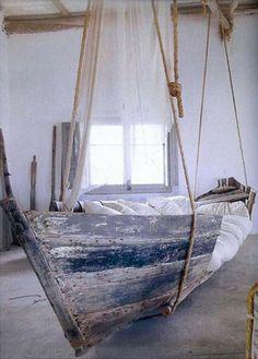 Un #air #marin, un #design somptueux #recyclage #bateau #lit #chambre #bedroom #boat #pêche #bleu #bois #home #house #appartement #idées #design #deco