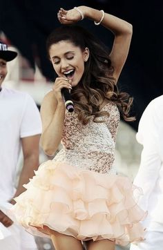 The Way to Ariana Grande's Style