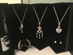 2x Earrings and 3x necklace trailer