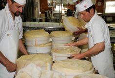 FONTAL formaggio di latte vaccino, con stagionatura minima di 60 giorni. Il sapore e l'aroma gradevoli e la dolcezza ne fanno un prodotto adatto anche ai più piccoli. Inoltre, è un formaggio che ben si presta per le sperimentazioni culinarie (da provare per le gratinature o abbinato ad un formaggio di malga nei canederli) #formaggio #tipico #trentino #Italy #iloveitaly #travelitaly #eataly #gourmet #foodie #sommelier #carnevaliluigi.it 
