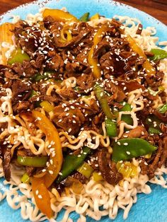 Stark biff med nudlar Asian Recipes, Beef Recipes, Ethnic Recipes, Wok, Food Inspiration, Love Food, Healthy Snacks, Spicy, Spaghetti