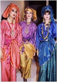 * collection printemps 1981 RTW Yves Saint Laurent - Photo Roxanne Lowit