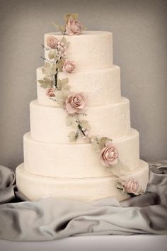 cake with roses and grape leaves/ivy-type fondant decor tutorial