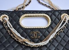 So typical of 80s chanel - the pearl chain.