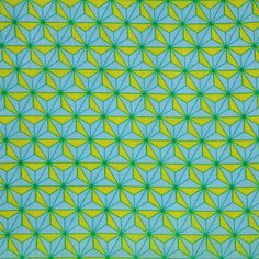 【麻の葉まんげきょう 青磁(中川政七商店)】/麻の葉文様は文字通り、「麻」の葉の形を連想する正六角形を基本とした日本独自の幾何学文様です。 その文様をベースにし、異なった色を部分的に配置することで、万華鏡のようにクルクルと形を変える様を表現したことから生まれた「麻の葉まんげきょう」。 #japanesetextiles #textile #patterns