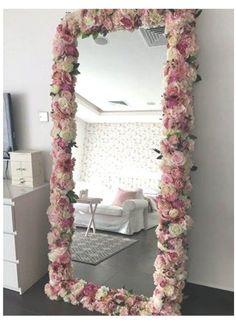 Diy Room Decor For Teens, Cute Room Decor, Room Ideas Bedroom, Diy For Teens, Room Ideas For Teen Girls Diy, Bedroom Girls, Room Decor With Lights, Flower Room Decor, Teen Girl Rooms