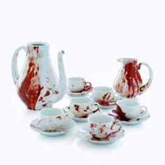 This tea set can be bought anywhere for cheap.add a little fake blood and you got yourself a *very* unsettling tea set :) perfect for any Halloween event.and will of course wash and be ready for every day re-use. Bistro Design, Macabre Decor, Tee Set, Tea And Crumpets, Diy Vintage, Vintage Teacups, Christmas China, Zombie Party, Halloween Party