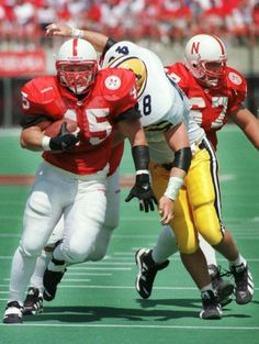 Who remembers this beast of a walk-on? Joel Makovicka rushed for 685 yards and 9 touchdowns in 1997! #TBT #Beast #Cornhuskers