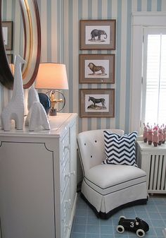 OMG, such a cute nursery...almost makes me want to have another kid...almost.