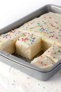 Sheet Cake Recipes, Cake Mix Recipes, Frosting Recipes, Dessert Recipes, Dessert Ideas, Appetizer Recipes, Dinner Recipes, Appetizers, White Sheet Cakes