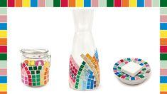 Peppen Sie schlichte Alltagsgegenstände ganz einfach mit Hilfe bunter Mosaiksteine auf und verleihen Sie ihnen so ein einzigartiges Design. Egal ob Glaskaraffe oder Seifenschale,... Carafe, Bunt, Design, Mosaic Stones, Mother's Day, Simple, Decanter