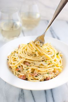 Spaghetti Carbonara with Crab and Meyer Lemon - Meyer lemons and crab add a new twist to classic pasta carbonara. Zucchini Carbonara, Pasta Carbonara, Zucchini Pasta, Shellfish Recipes, Seafood Recipes, Pasta Recipes, Cooking Recipes, Healthy Recipes, Healthy Food