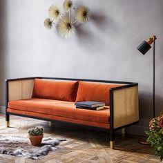 Ce beau canapé en velours voit sa structure entièrement faite en cannage, une technique remise au goût du jour. Canapé Red Edition