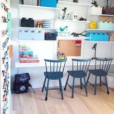 Mum 2 2 boys: Skrivebord med plads til leg og lektier.
