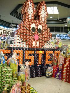 Easter bunny of soda by MBK (Marjie), via Flickr Merchandising Displays, Store Displays, Coca Cola, Drink Display, Coke, Projects To Try, Beer, Display Ideas, Floral