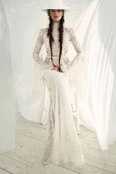 A chic boho dress made of soft silk fabric with sparkling designs. wedding gown A chic boho dress made of soft silk fabric with sparkling designs. - Braut, Brautkleider, Brautschuhe, Brauthaar, Braut Make-up Boho Wedding Dress, Boho Dress, Lace Dress, Dress Up, Boho Bride, Chic Dress, Fashion Moda, Look Fashion, Gothic Fashion
