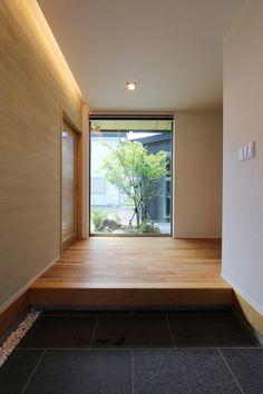 Modern Japanese Interior, Japanese Modern House, Apartment Entrance, House Entrance, Japanese Garden Style, Japanese Apartment, Minimal House Design, My House Plans, Home Interior Design