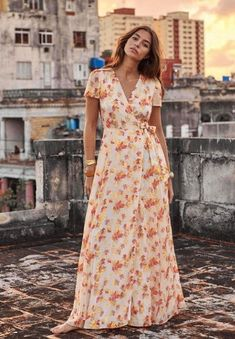 robe armelle sézane 180e onlybrightness Sezane Collection, Cute Dresses, Short Sleeve Dresses, Wrap Dress Short, Style Parisienne, Maxi Robes, Parisian Style, Fashion Brands, Fashion Looks