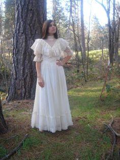 Anne of Green Gables Style - Beautiful Gunne Sax Wedding Dress --- SOLD
