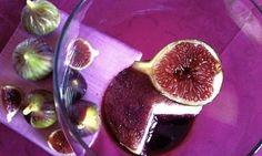 Cucinare senza cuocere. Formaggio alle noci con fichi al vino, una ricetta per avvicinarsi alle potenzialità del crudismo http://www.identitagolose.it/sito/it/109/3684/naturalmente/cucinare-senza-cuocere.htm