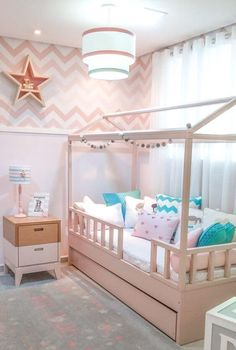 Here are 8 ways to maximize the space in a small bedroom. Cool Kids Bedrooms, Kids Bedroom Designs, Room Design Bedroom, Room Ideas Bedroom, Kids Room Design, Baby Room Decor, Nursery Room, Girls Bedroom, Bedroom Décor