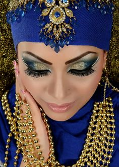 Buy Gold Jewelry Near Me Refferal: 3364147225 Arabic Bridal Party Wear Makeup Tutorial Trends contains middle east, Egyptian, Turkish Eye & Complete Face makeup ideas & stunning looks! Indian Bridal Makeup, Bridal Makeup Looks, Asian Bridal, Wedding Makeup, Pakistani Makeup Party, Sexy Makeup, Pretty Makeup, Face Makeup, Belly Dance Makeup