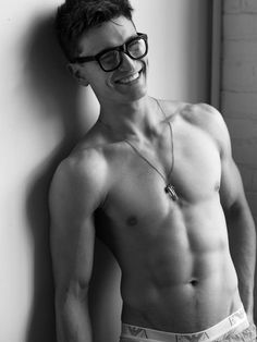 i wish my nerdy friends could look as hot as you