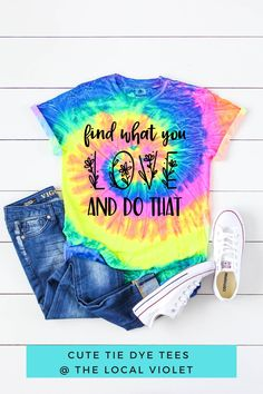 Find what you love and do it! You will adore this cute inspirational shirt.  #tiedyeshirts #tiedyetshirt #tiedyetee #cuteshirts #cutetshirts #cuteshirtswithsayings Hippie T Shirts, Hippie Tops, Hippie Style, Cute Tie Dye Shirts, Cute Tshirts, Jeans And T Shirt Outfit, Hippie Fashion, Cool Ties, Beach Shirts