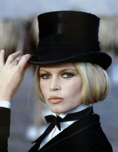 Brigitte Bardot in menswear-inspired look Bridget Bardot, Brigitte Bardot, Divas, Star Francaise, Look Dark, Belle Photo, Old Hollywood, Cannes, Movie Stars