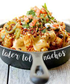 Vegan Tater Tot Nachos with Beer Cheese Sauce Vegan Foods, Vegan Snacks, Vegan Vegetarian, Healthy Snacks, Vegetarian Recipes, Vegan Lunches, Vegan Apps, Vegetarian Mexican, Quesadillas